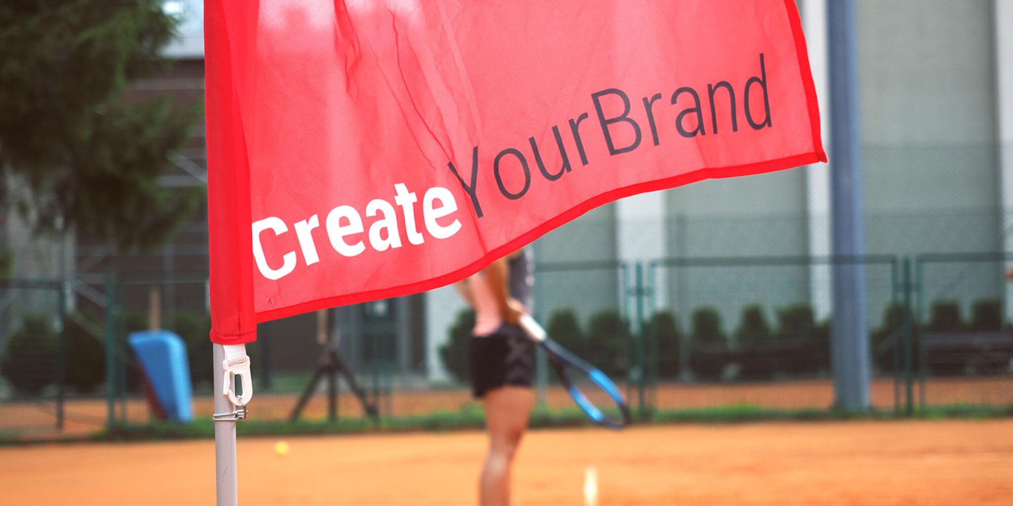 Flaga reklamowa podczas turnieju tenisowego