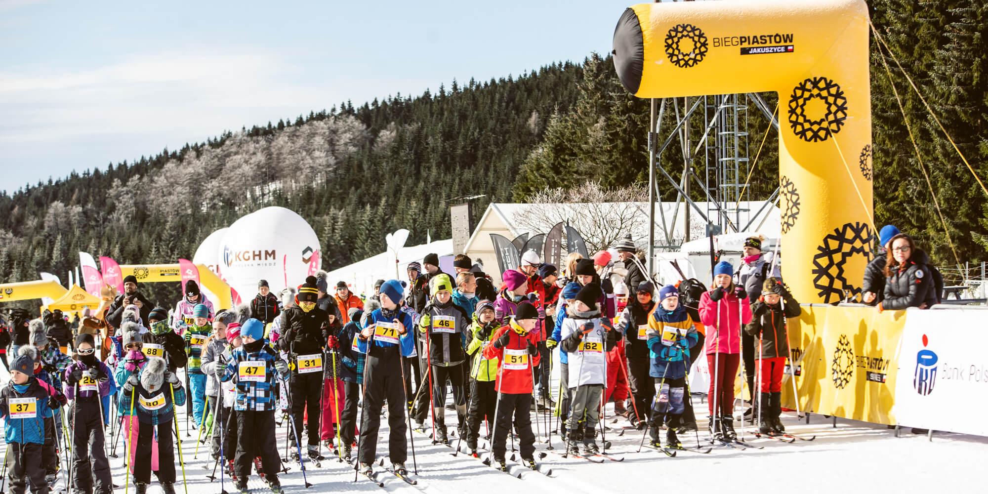 Półbramka stałociśnieniowa podczas zimowych zawodów Biegów Narciarskich