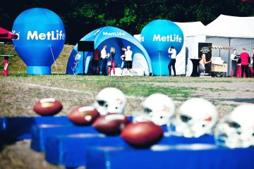 Metlife promotional stand: Alfa advertising balloon, VENTO advertising tent and Beta Balloon