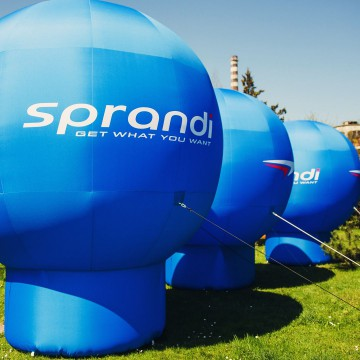 Advertising balloons (Gamma model) with Sprandi branding.