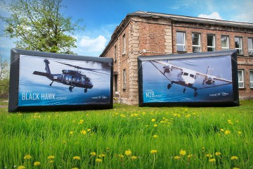 Inflatable screens with exchangeable advertising mesh