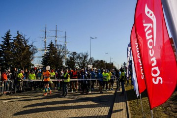 Advertising flags during the Saucony marathon
