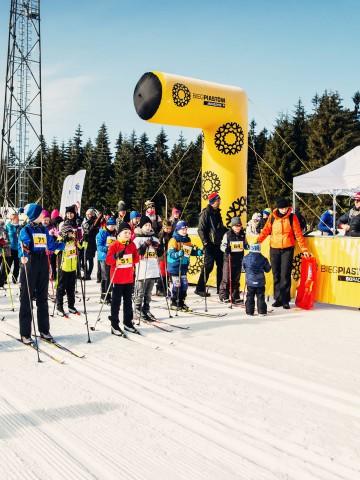 The half-gate of the VENTO line during the Bieg Piastów ski runs